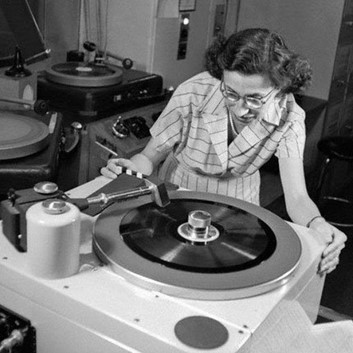 Listening to vinyls
